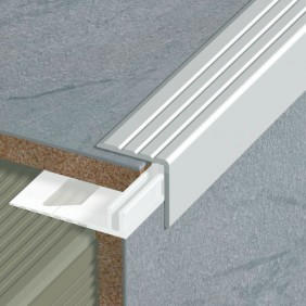 Nez de marche intérieur sans socle - hauteur adaptable - longueur 2,7 m DINAC