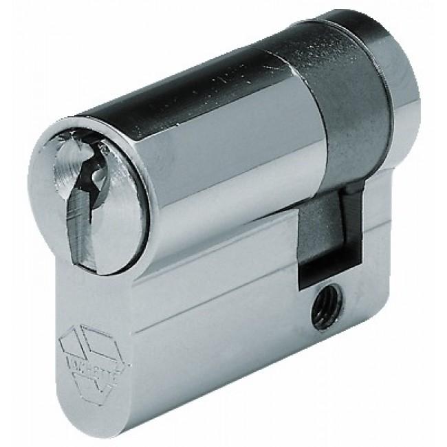Demi cylindre - 30 x 10 mm - V5 5100 - organigramme - passe - nickelé VACHETTE